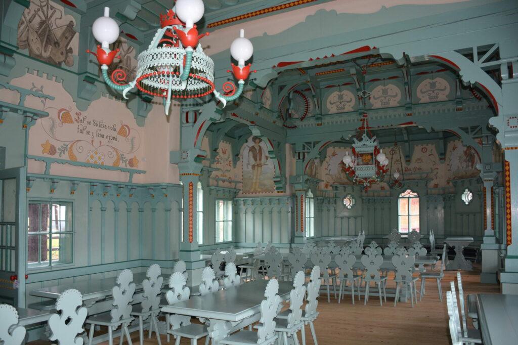 Pustevny, jídelna Libušín – celkový pohled do interiéru po dokončení obnovy