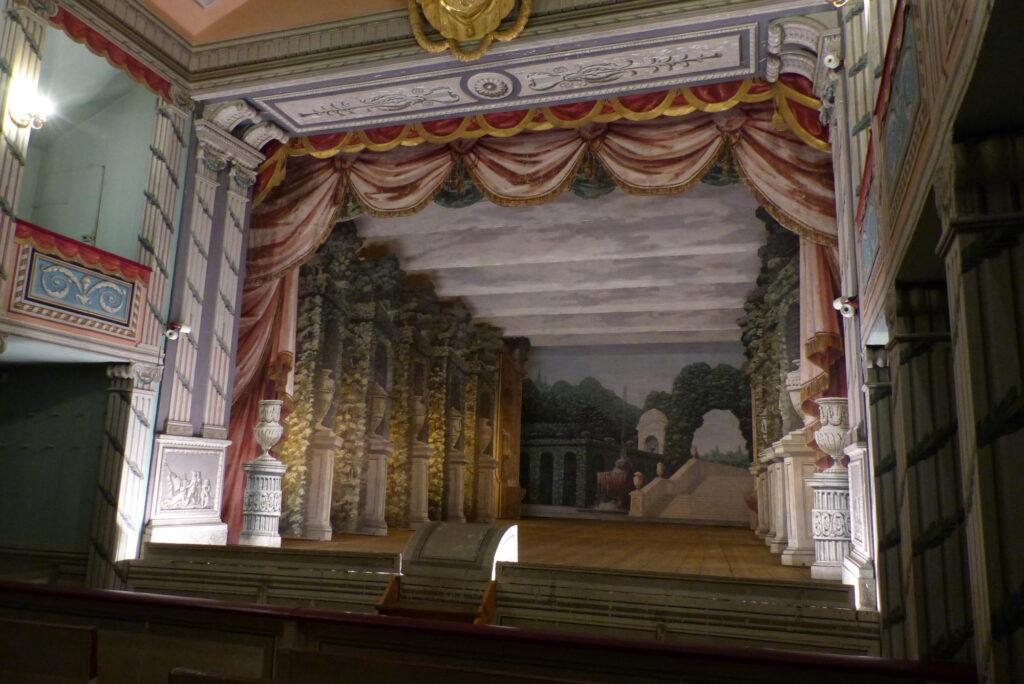 Zámecké divadlo v Litomyšli (1797). scéna Zahrada, rekonstruovaná v roce 2019