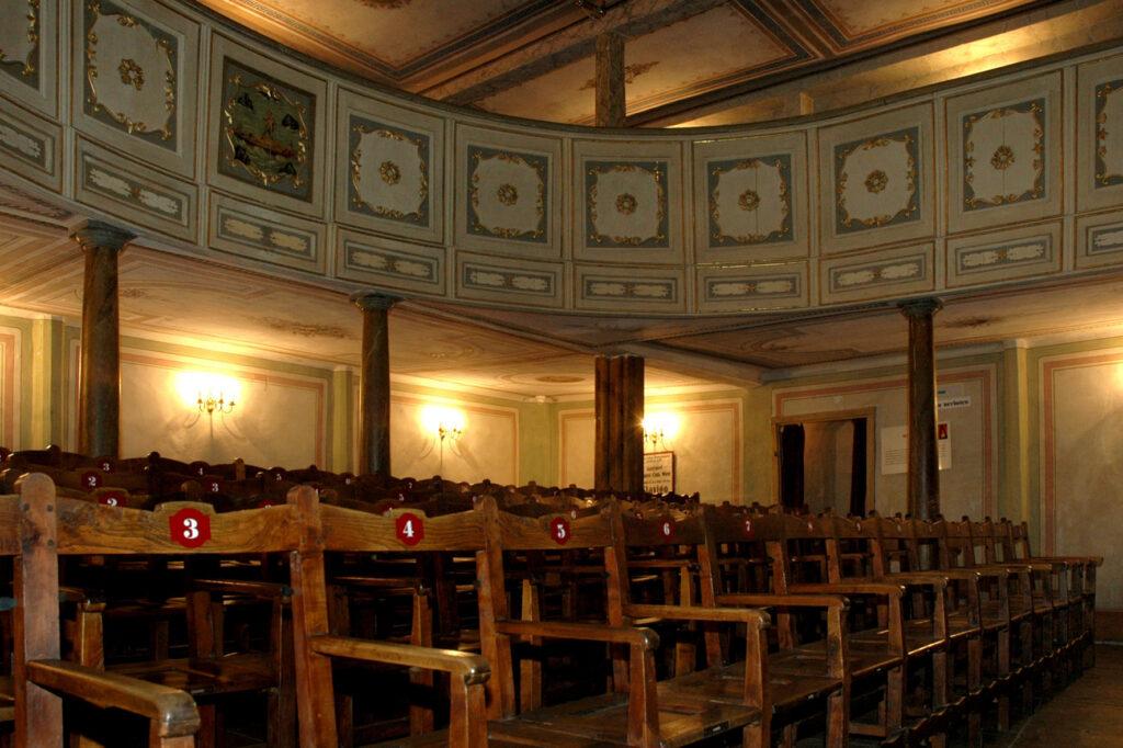 Městské divadlo v Greinu (1791). Nejstarší veřejné divadlo v Rakousku je součástí Císařské cesty po historických divadlech