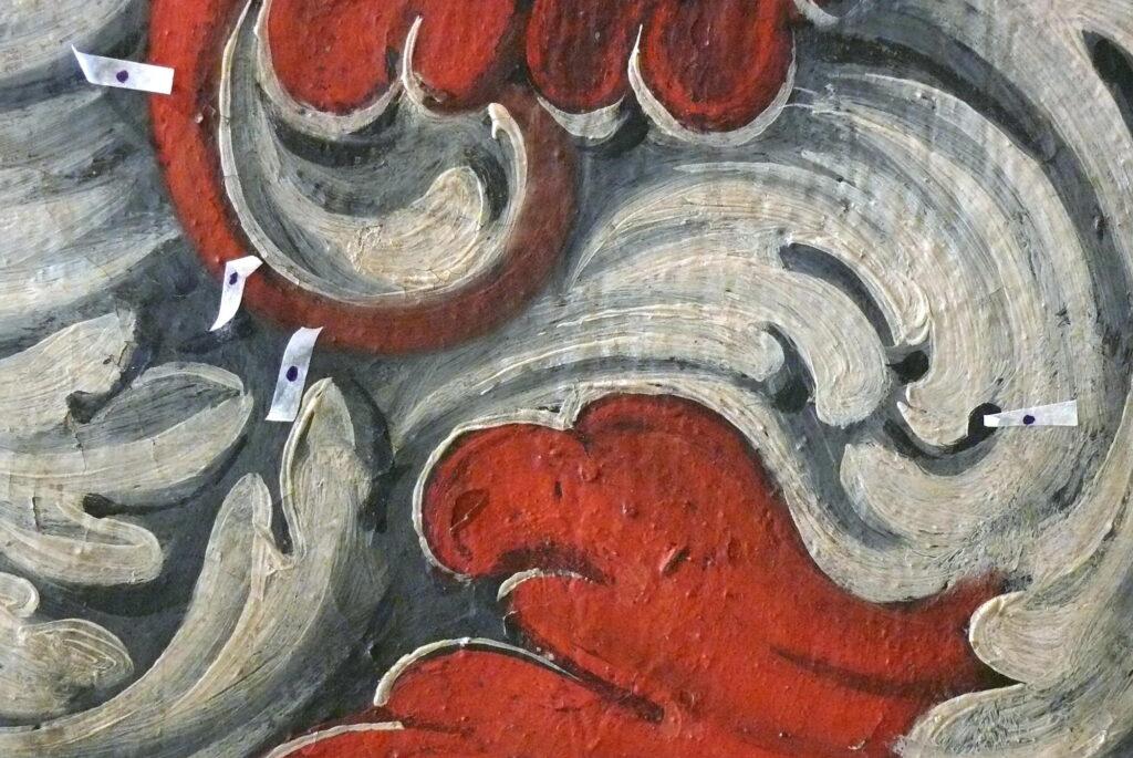 Pražský hrad, Zemské desky – detail jednoho z malovaných erbů na klenbě v průběhu restaurování