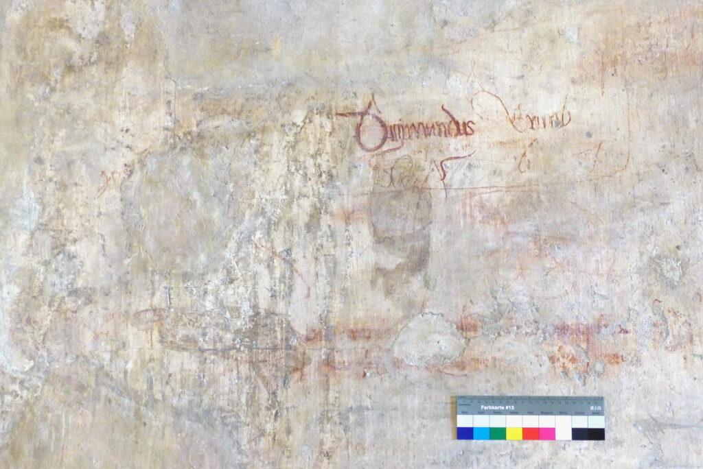 Pražský hrad, Starý královský palác, graffiti na historických omítkách